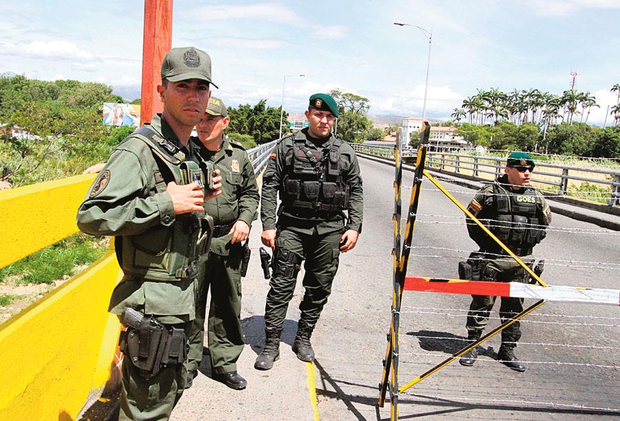 Colombia militariza frontera por venezolanos