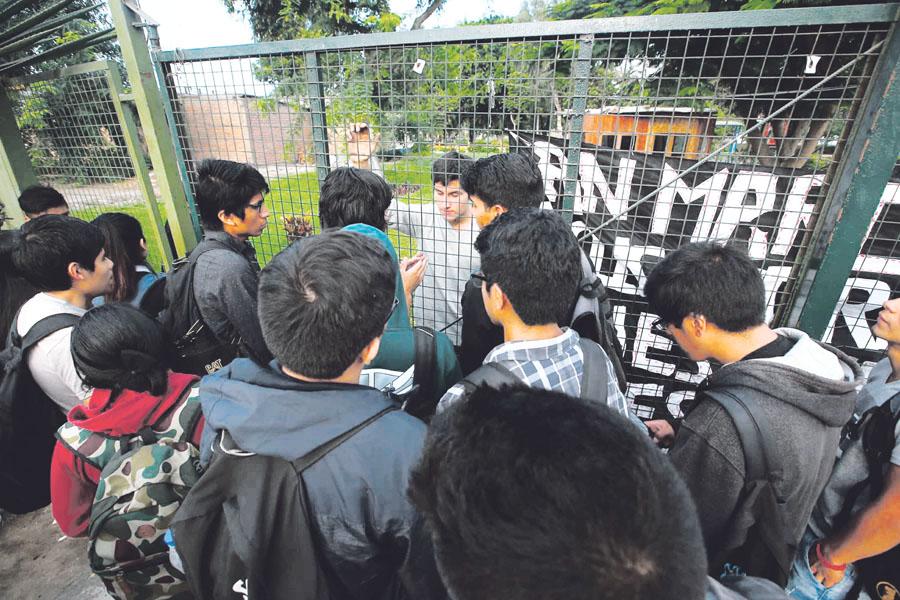 Estudiantes toman universidad San Marcos