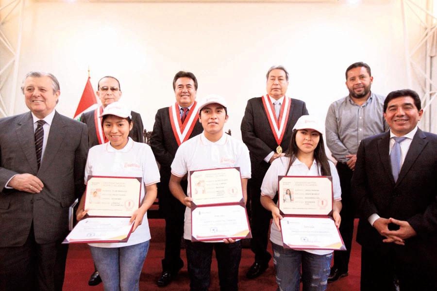 Primeros puestos en la Universidad Federico Villarreal