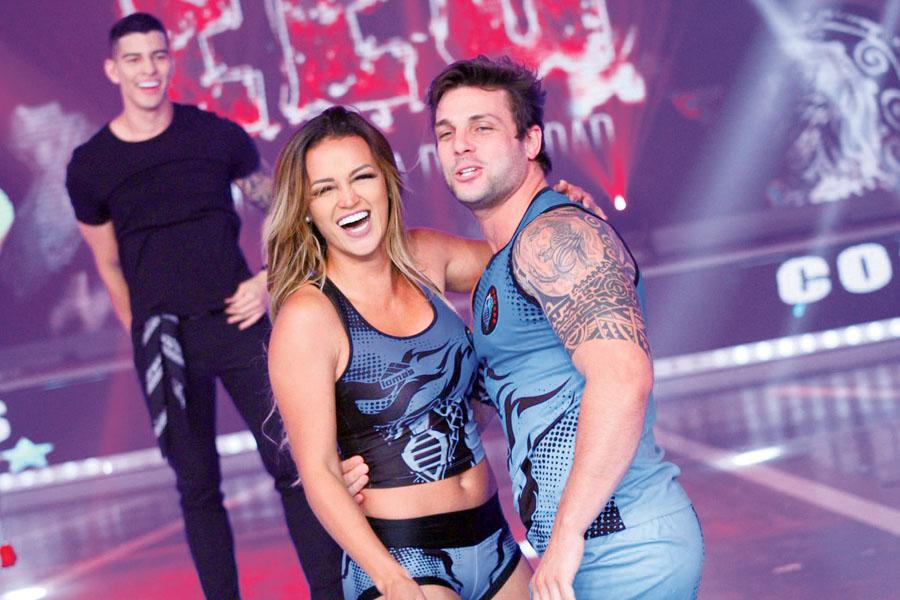 Nicola Porcella con su novia Angie Arizaga