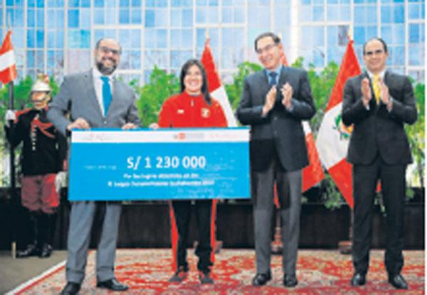 Atletas peruanos reciben reconocimiento