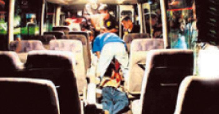 Delincuentes asaltan bus en movimientoDelincuentes asaltan bus en movimiento