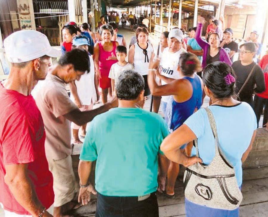 Madereros protestan por embargo a Sunat