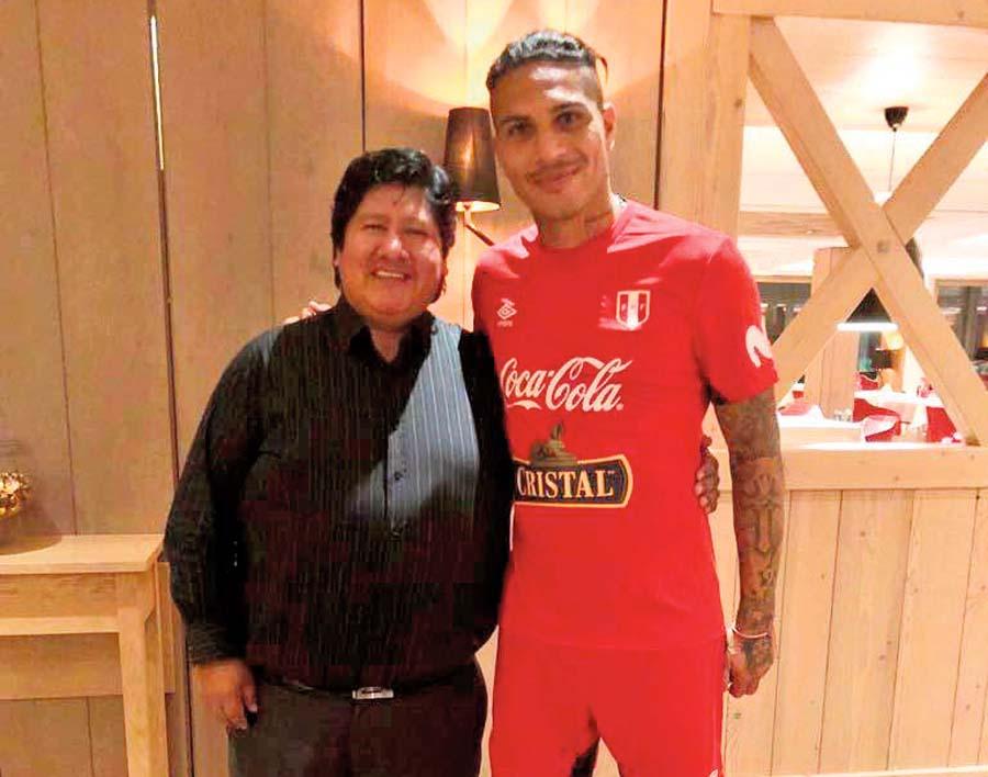 Paolo Guerrero y el titular de la FPF Edwin Oviedo