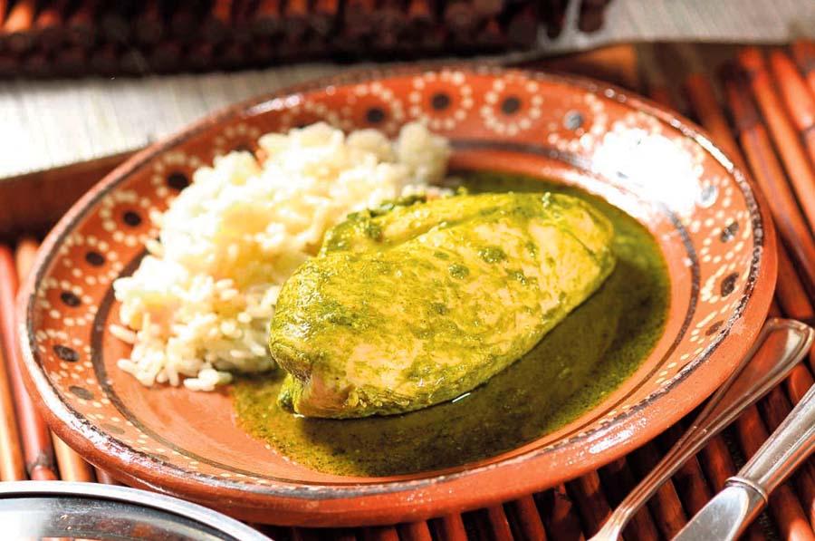 Filete de pechuga de pollo en salsa de culantro
