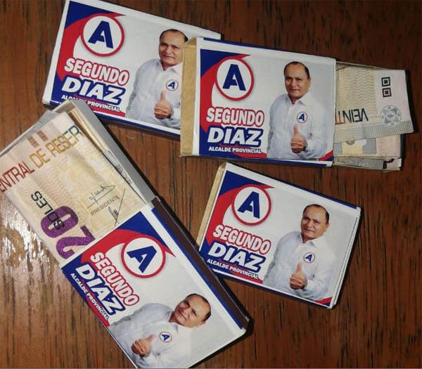 billetes de 20 soles dentro de cajas de fósforo