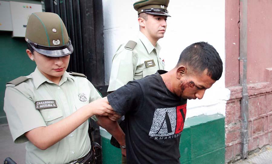 Peruano acuchilla a chileno por celos
