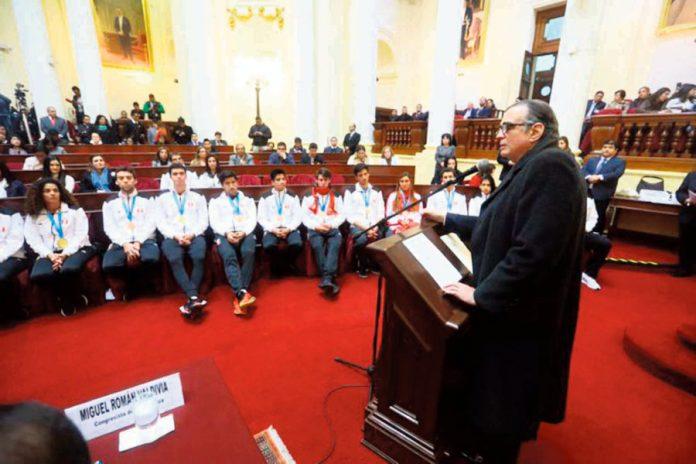 Congreso rindió homenaje a los 39 medallistas peruanos