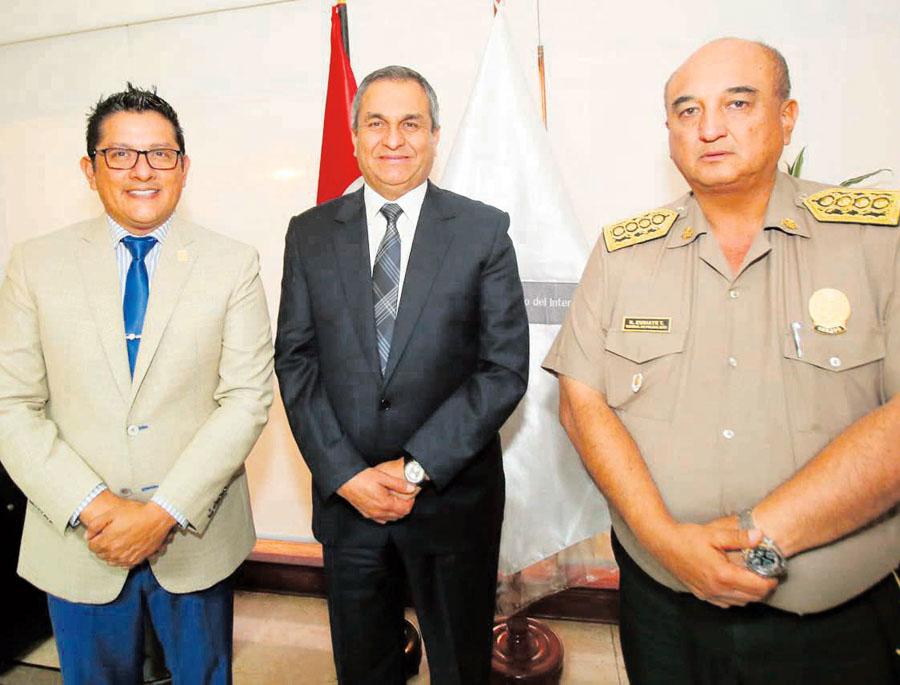 Pedro del Rosario, Vicente Romero, y Richard Zubiate