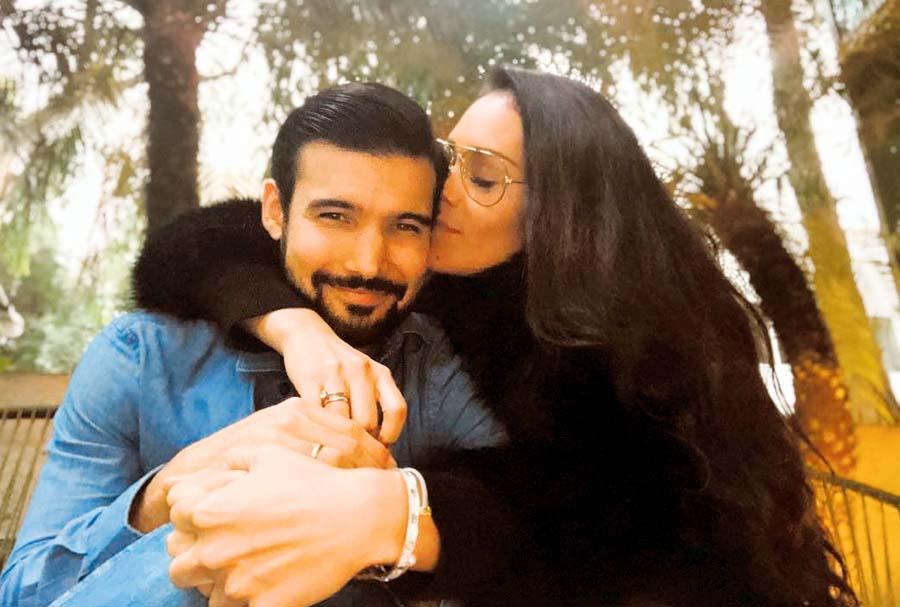 Karen Schwarz feliz con Ezio Oliva