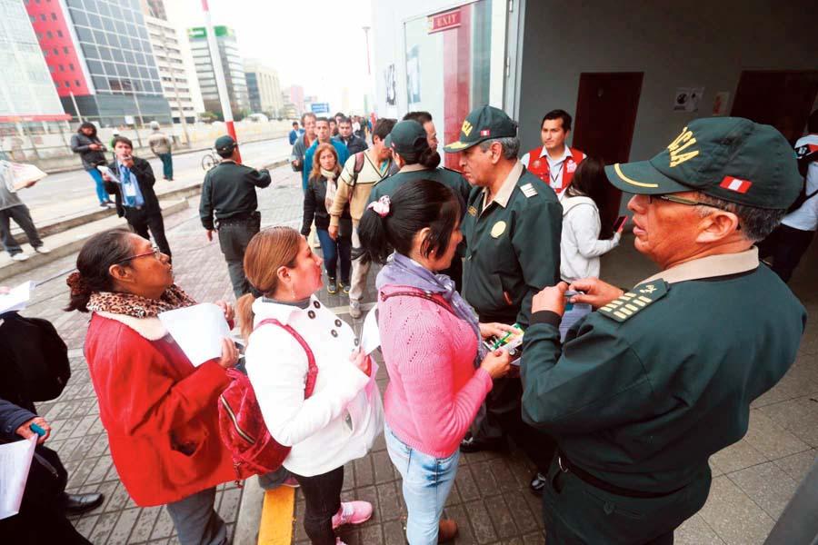 Peruanos acudieron en mancha a votar