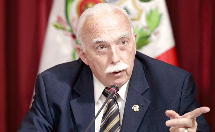 legisladorCarlos Tubino