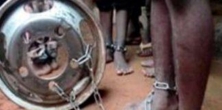 Niños encadenados Nigeria