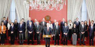 Piñera cambia a ocho ministros