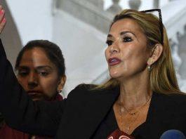 Bolivianos exigen renuncia de Jeanine Añez