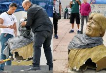 Ministro derrumba a martillazos busto de Evo Morales