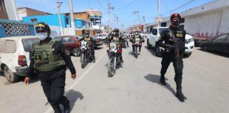 Policías en las calles.