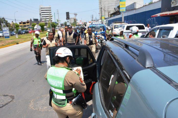Policía en las calles.