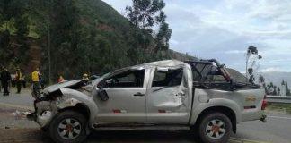 Volcadura de camioneta deja dos muertos y soldados heridos