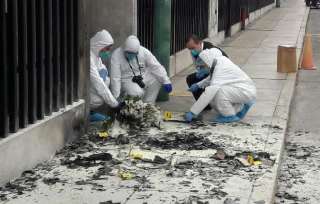Hincha loco de Universitario bombardeó Indecopi de San Borja