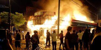 El dolor y la ira sacuden unas 50 ciudades de EE.UU por muerte de George Floyd