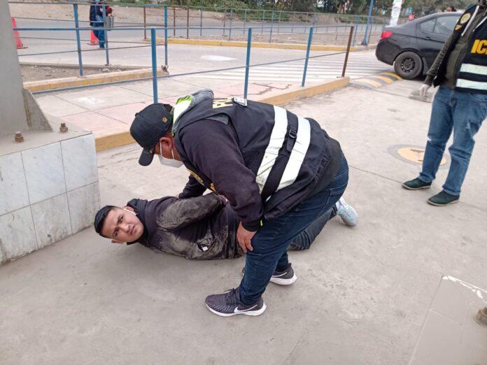 Policía frustra asalto a grifo y captura a tres delincuentes