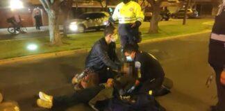 Ladrones lanzan del carro a secuestrada tras verse cercados