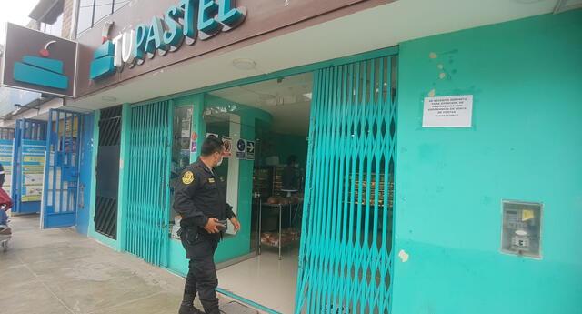 Chibolos gatearon para robar S/1 400 de una panadería