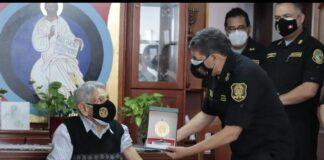 Policía más longevo del Perú recibió vacuna contra la COVID-19