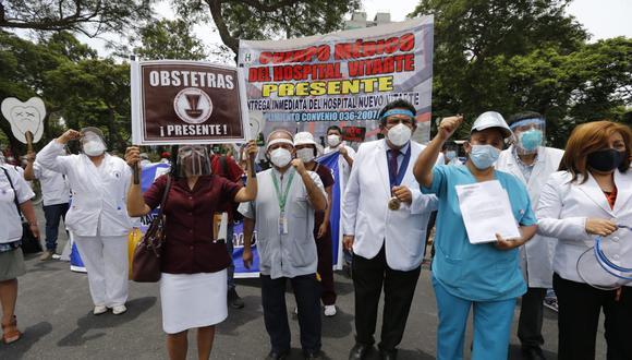 Médicos protestan en sede del Minsa