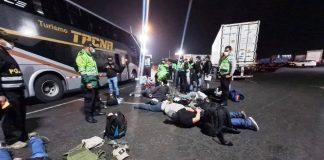 Caen 12 en bus interprovincial con armas y chalecos antibalas