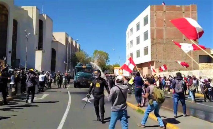 Detienen a cinco manifestantes por enfrentar a la Policía