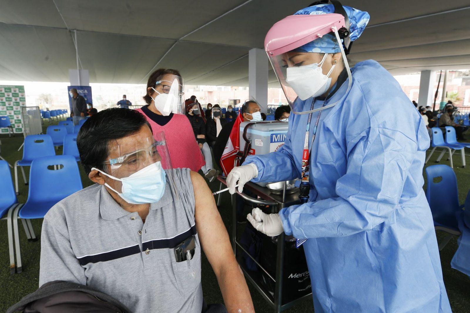 Covid-19: Vacunación a profesores inicia el 3 de septiembre