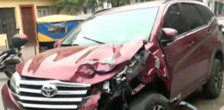 Oficial PNP choca mototaxi y dejó dos personas graves