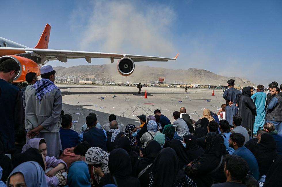 """Talibanes prohíben """"fuga"""" de los afganos"""