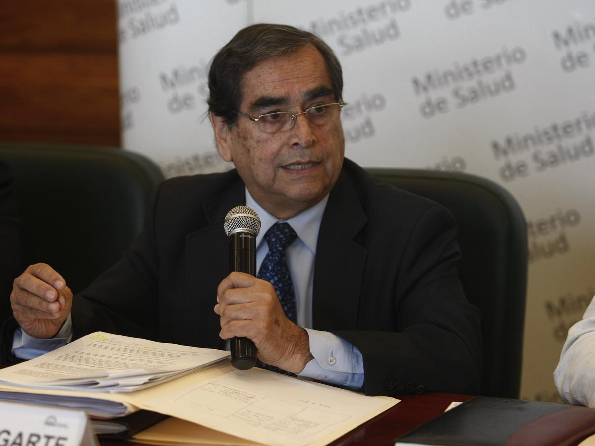 Exministro de Salud se manifiesta sobre retraso de las vacunas