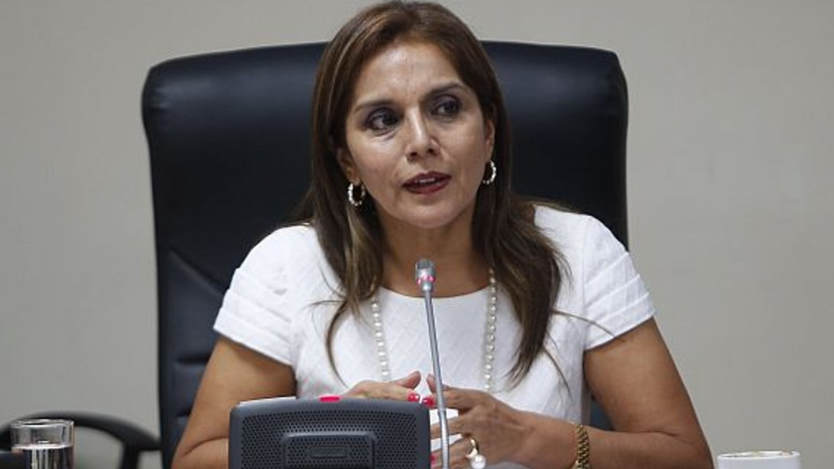 Patricia Juárez es electa presidenta de la Comisión de Constitución