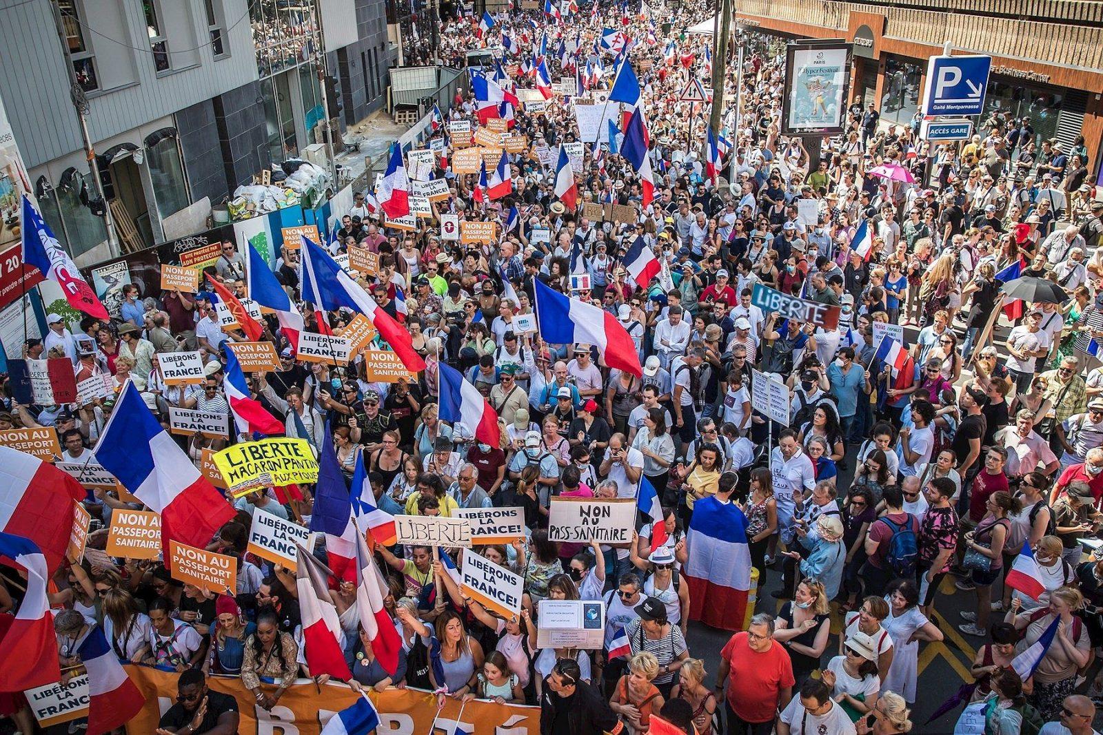 Continúan manifestaciones contra el pase verde