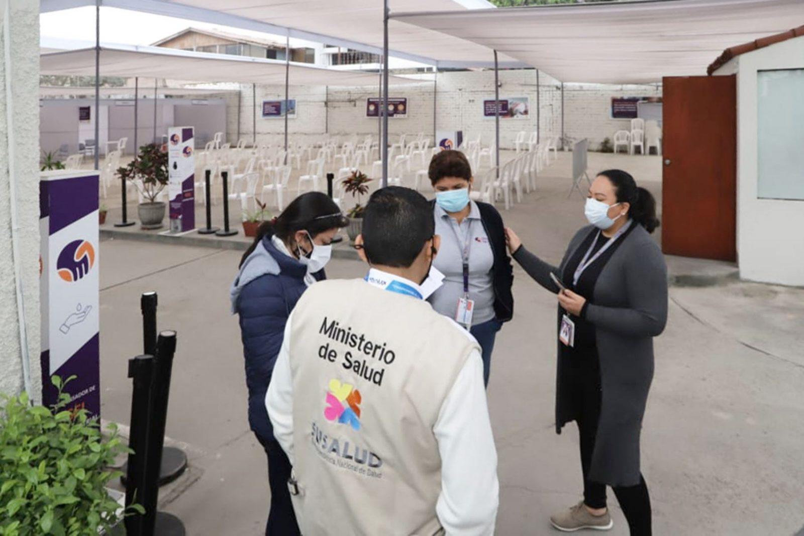 Investigan clínica en Surco por vacunación irregular de adolescentes contra la COVID-19