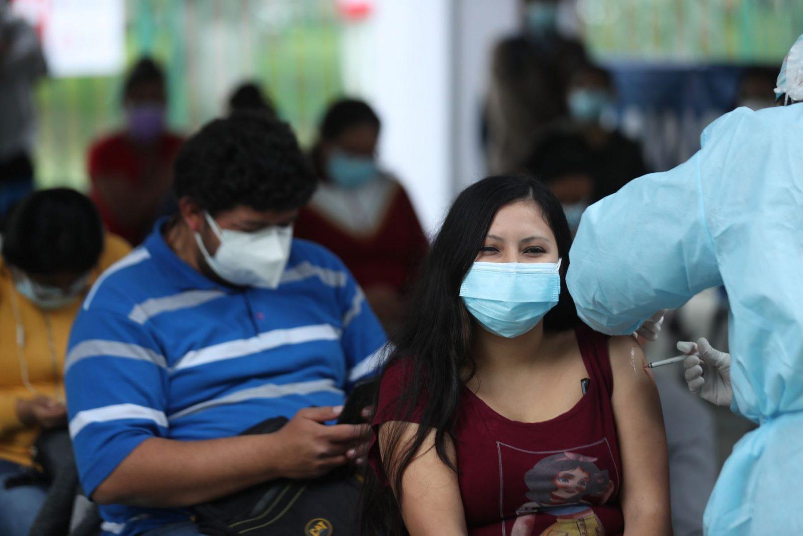 Vacunación a personas de 25 y 26 años empieza este lunes