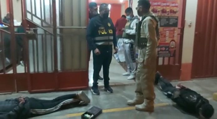 Delincuentes armados caen tras asaltar una pollería