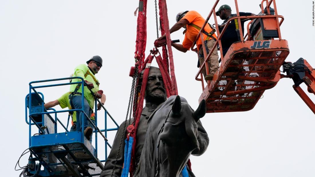 Virginia retira la estatua del general Robert E. Lee