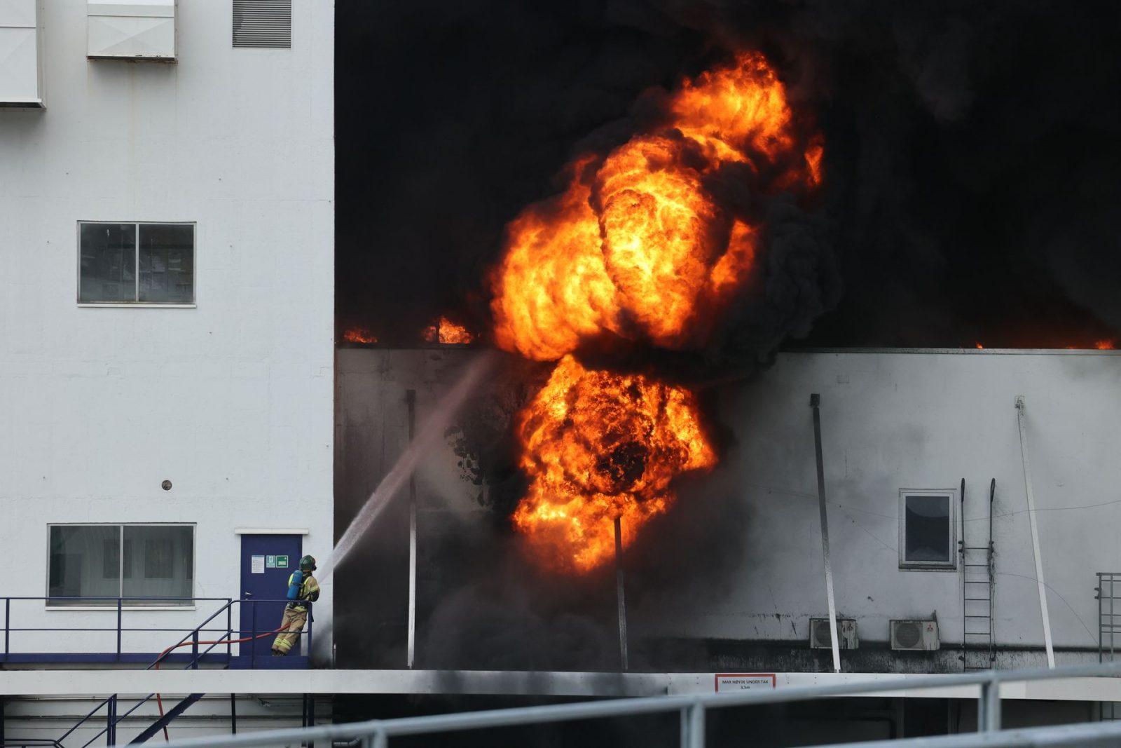 El incendio en las fábricas de Noruega está bajo control