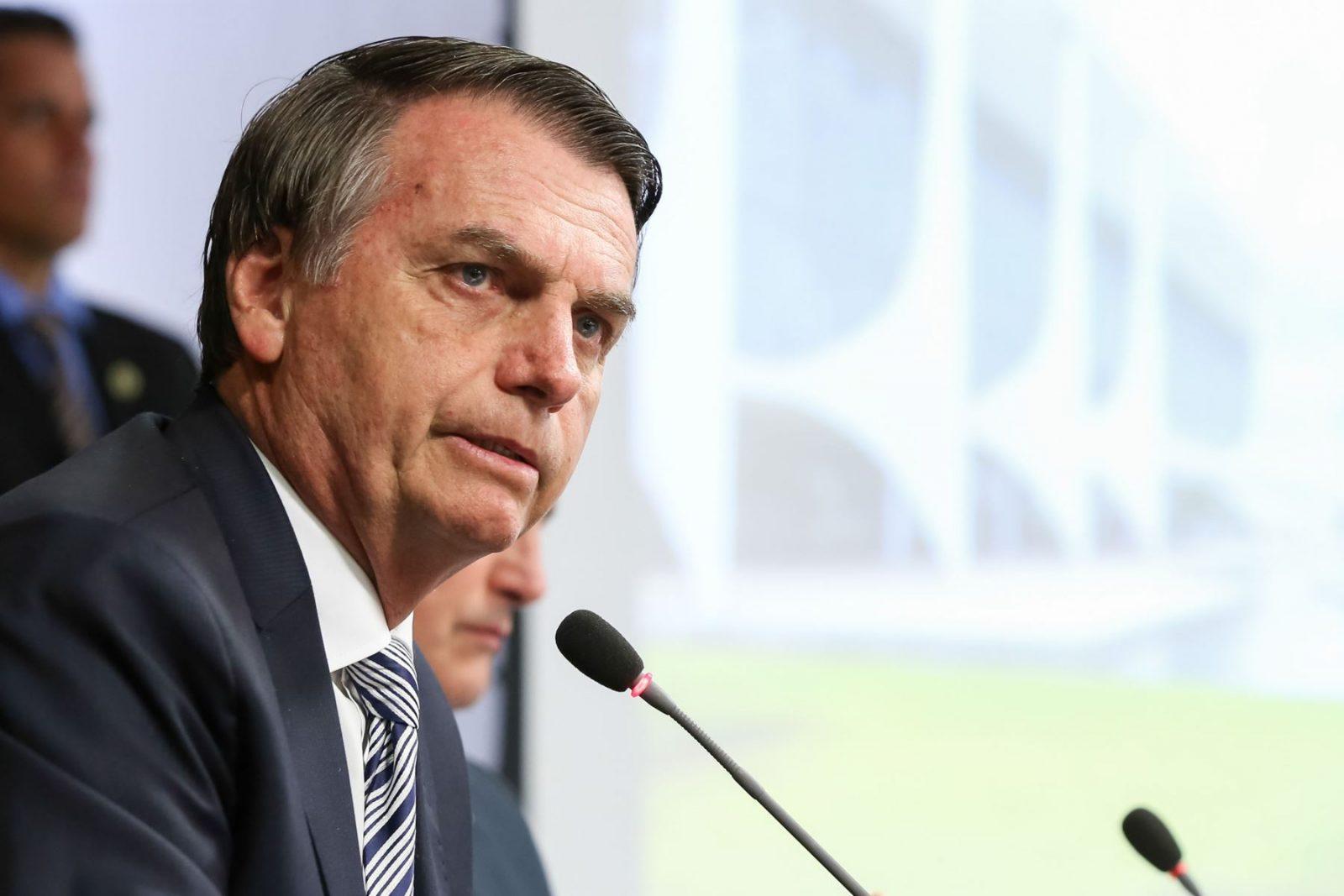 Bolsonaro firma decreto para limitar la eliminación de contenido en las redes sociales