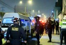 Asalto a combi dejó a ladrón y pasajero heridos de bala