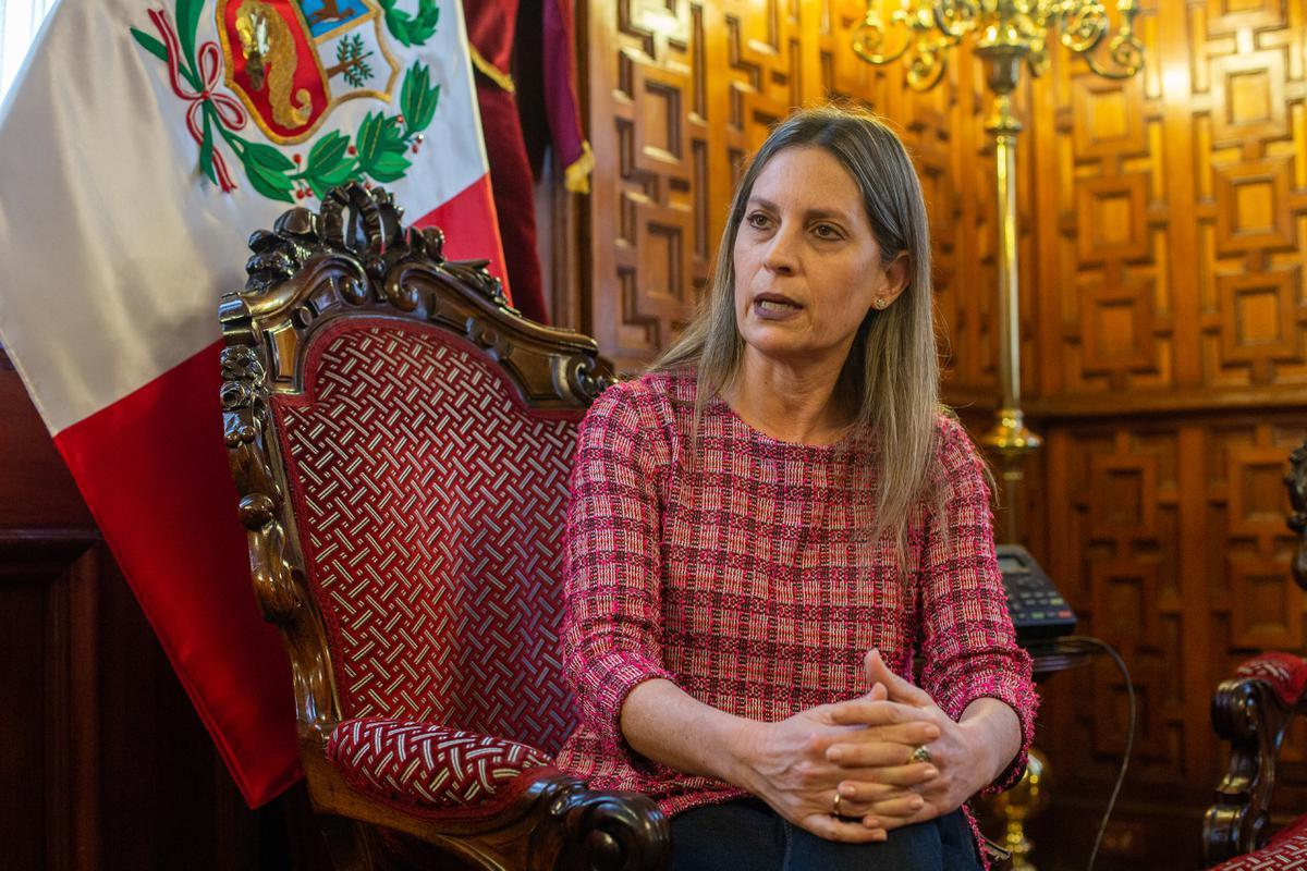 """María del Carmen Alva """"Nadie quiere trabajar con un presidente mentiroso"""""""