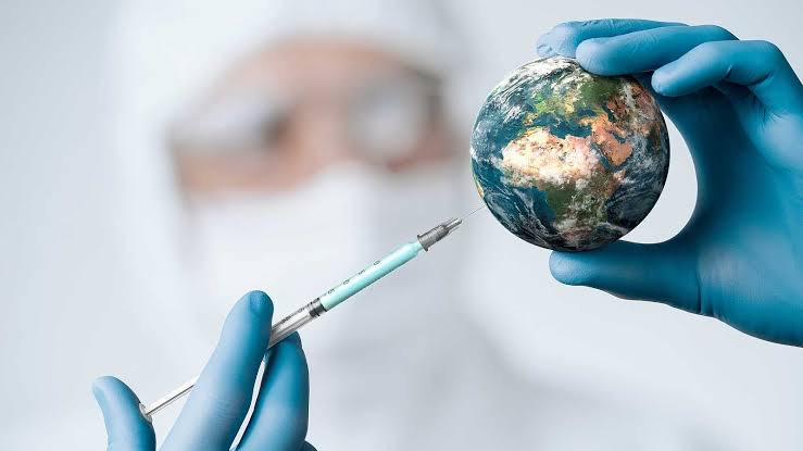 El 45,3% de la población mundial ha recibido al menos una dosis de la vacuna COVID-19